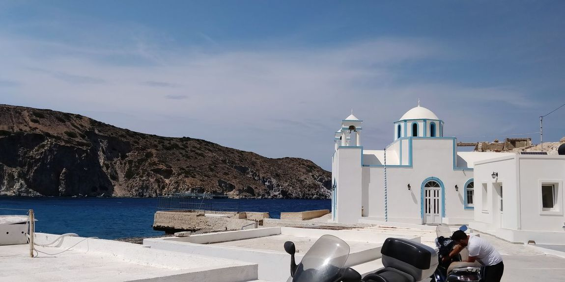 OnePlus 5t 3XSPUnity Greece île De Milos Water Sea Beach Whitewashed Summer Place Of Worship Sand Lighthouse Sky Horizon Over Water Church Rocky Mountains Rocky Coastline Rock Formation