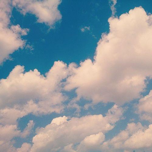 Skylovers Sky Skysnappers Skyporn clouds cielo cloudstagram blueskys blue white nebo eastern beograd