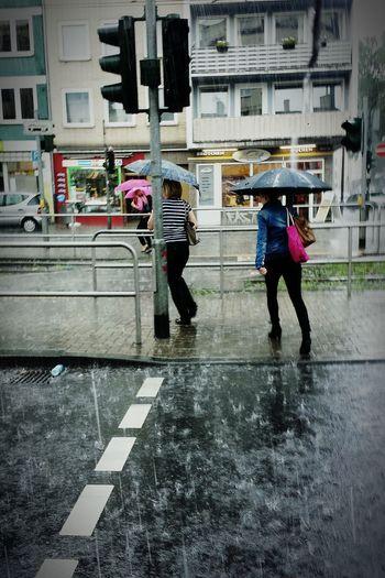 Up Close Street Photography Rain In Cologne Cologne Rain Scenics Regen Weather Unwetter