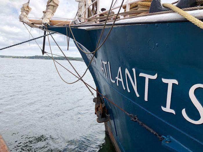 Ein Segelschiff
