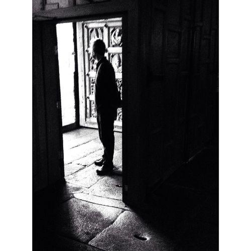 NEM Black&white Shadows & Lights En Catedral De Tui.