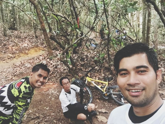 Mountainbiking through beautiful Nature with Friends