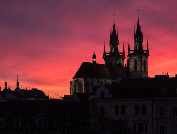 Die Teynkirche im Abendrot (Prag) Afterglow Prague Teyn Church Architecture Building Silhouette Sky Sunset