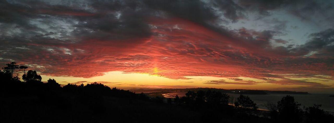Y que decir del Atardecer 😍 Sobranlaspalabras Playa De Somo Vistas A La Bahia De Santander Cantabria Notfilter Special Place Beauty In Nature Non-urban Scene Cloud - Sky Dramatic Sky Sunset Calm Silence