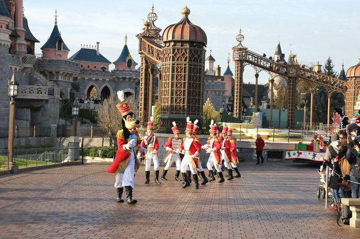 Disney Cinderella Castle Disney Land Disneyland Paris Disneylandparis Disneyparis Disneyland Dingo Disney Parade Parade Time
