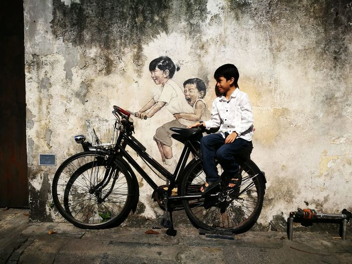 Mural EyeEm Selects Malaysia Truly Asia Pulau Pinang Street Art Bicycle Child Graffiti Mural Spray Paint Vandalism