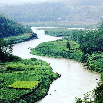 Green and so beautiful river. Landscape Landscape_lovers Nature Sky Mountain River Citarum Sungai Sungaicitarum Cianjur Nice Green Beautifulscene Scene Greenworld