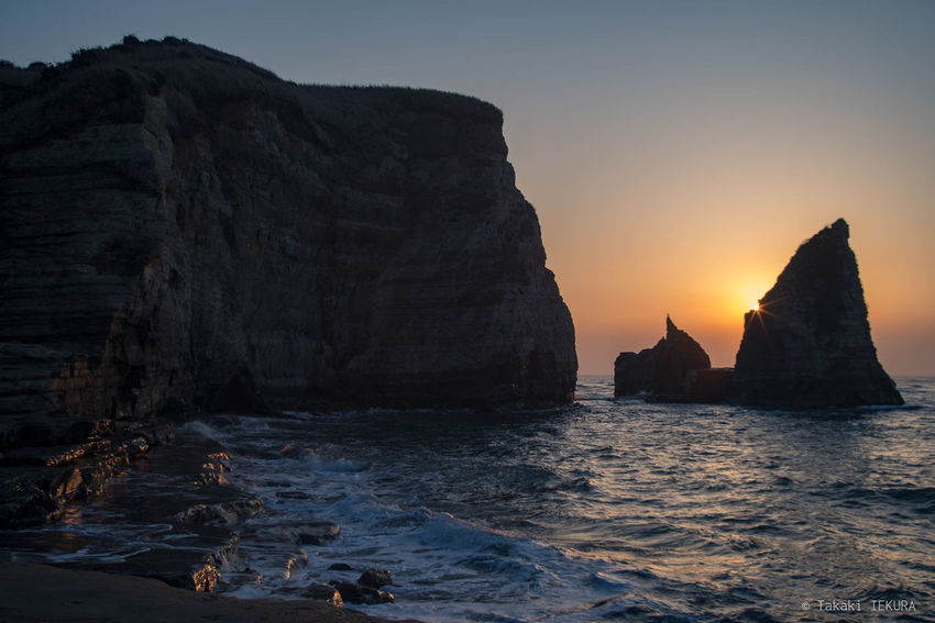 Seashore Beauty In Nature Nature No People Outdoors Rock - Object Sea Sun Sunrise Water
