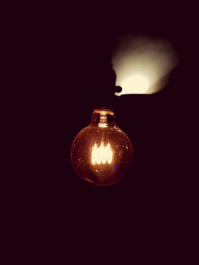 Illuminated Lighting Equipment Light Bulb Electricity  Indoors  No People Single Object Filament Hanging Close-up Home Interior Black Background Midnight
