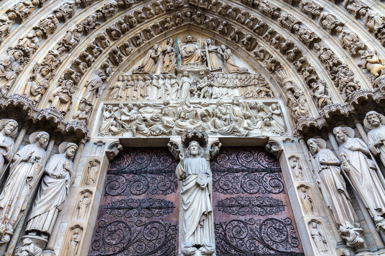 Human Representation Art And Craft Representation Male Likeness Sculpture Architecture Creativity Built Structure Craft Religion Statue Spirituality Belief Female Likeness Place Of Worship Building Low Angle View No People Arch Ornate Carving Mural Angel Bas Relief