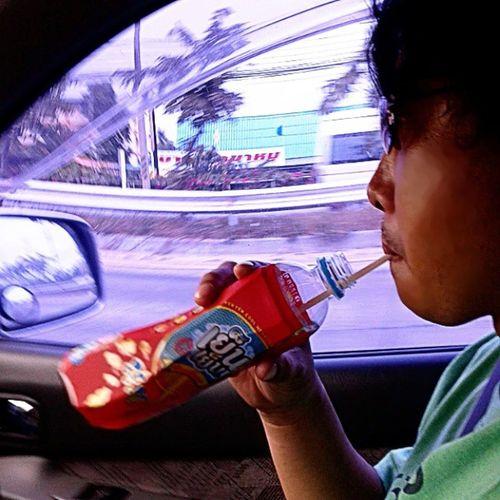 ขับรถอากาศร้อนๆ ดูดเย็นๆแก้ง่วงได้ดีเหมือนกัน Ichitan Ichitangroup กำลังไปองค์พระปฐม