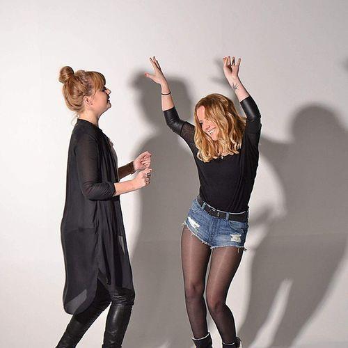 """""""Happy"""" Studionijmegen Studiofotografie Fotoshoot Photoshoot schaduw shade dancing sisters sistersinlaw zussen schoonzussen"""