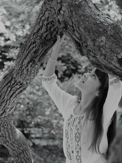 Mi sweet girl . Tree Tree Trunk Trunk One Person Real People Focus On Foreground Childhood Child Lifestyles Day Branch Nature Girls Outdoors
