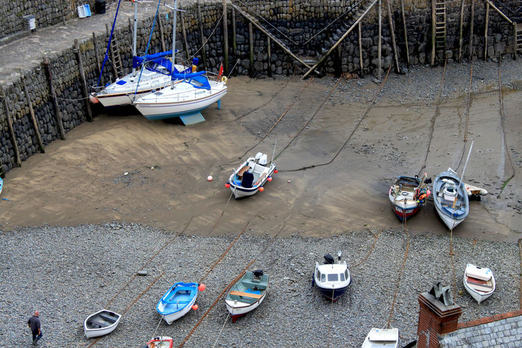 birds eye view on a harbour at low tide Birds Eye View Boat Boote Coast Cornwall Ebbe Fischer Fisherman Harbour Küste Low Tide Meer Mode Of Transport Schiffe Sea Tranquility Transportation Vogelperspektive