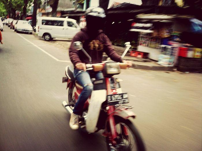 Motor keren pada zamanya.. Vintagemotorcycle Vintage Photo Hondac70