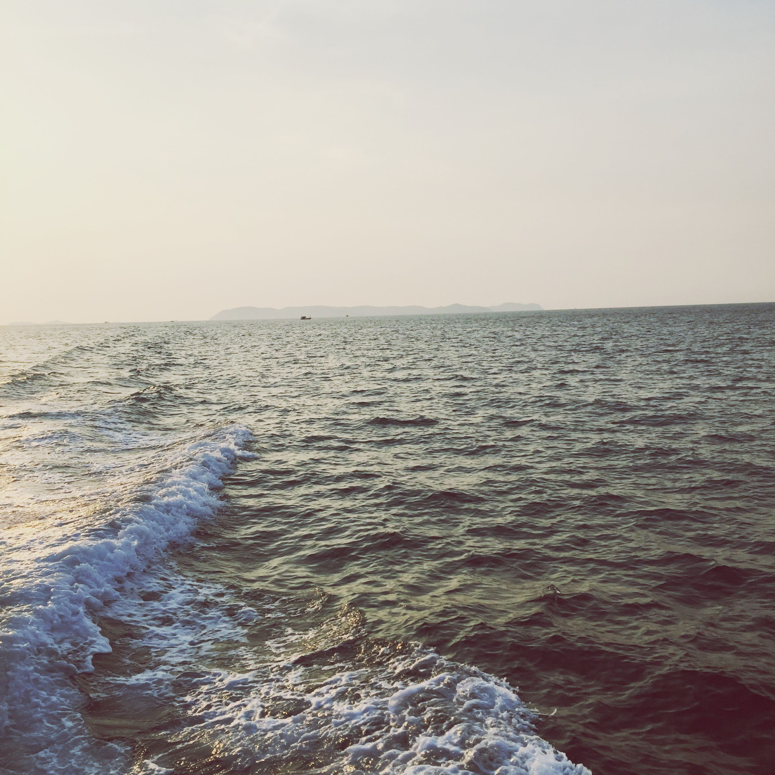 water, sea, horizon over water, scenics, tranquil scene, clear sky, tranquility, beauty in nature, copy space, waterfront, rippled, nature, seascape, idyllic, wave, sky, remote, outdoors, no people, day