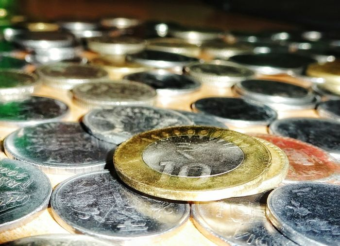 Check This Out! Taking Photos Closeup Shots Coins On The Table Learn & Shoot: After Dark Gold Silver And Black Collection Closeupshot Detailed Photo 📷 Sony WX350 Loved The View Blurredbackground Grainy Images different view, hope u like it Close Up Technology