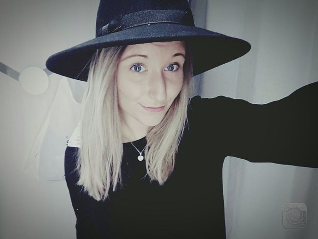 First Eyeem Photo Blonde Hair Bleueyes Bonnet Tenue Du Jour Noir Hiver