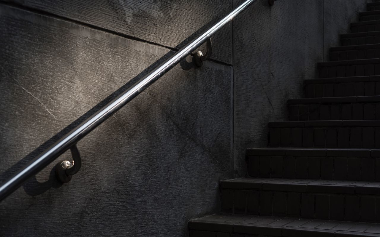 CLOSE-UP OF STAIRS IN STAIRCASE