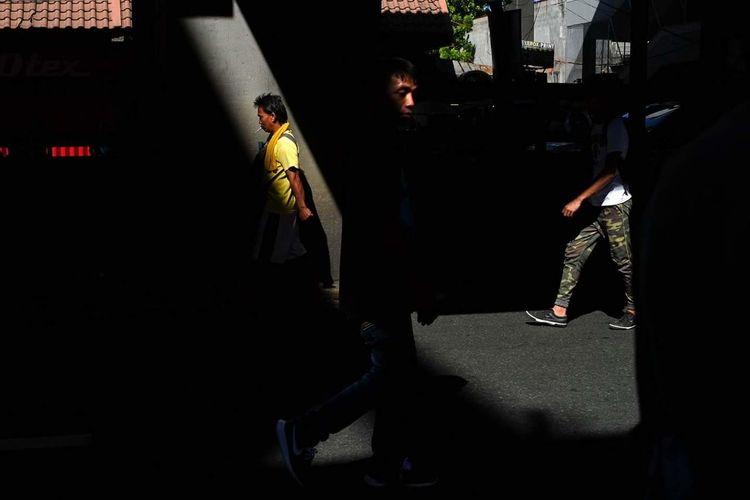 BuenDia The Street Photographer - 2018 EyeEm Awards Pleading Shadow Standing Men City