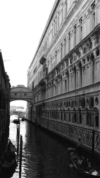 Ponte dei sospiri Architecture Built Structure Water City Bridge - Man Made Structure Famous Place Travel Destinations Clear Sky Blackandwhite Monochrome Streamzoo Black And White Photography Blackandwhite Photography Monochrome _ Collection Streamzoofamily MonochromePhotography Reflection Venezia Venezia Italy Italy❤️