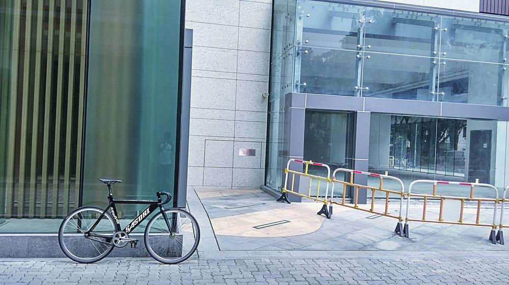 梗牙 Ride In Your City Sport In The City Sasori Bikelife Fixie/fixed Gear Track Bike Fixedgear Bike Bike Ride Fixie Bicycle Bike Life Black And White Bike