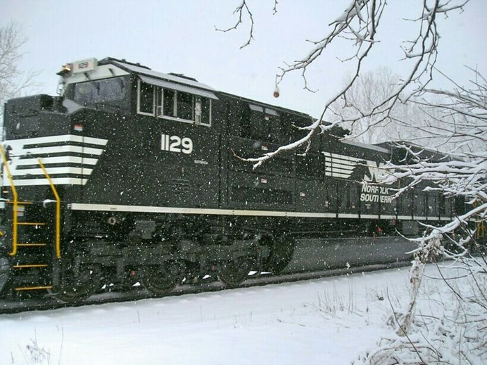 Trains Life In Motion Scenery Shots Notes From Underground Stunning_shots Walking In The Snow Snow ❄