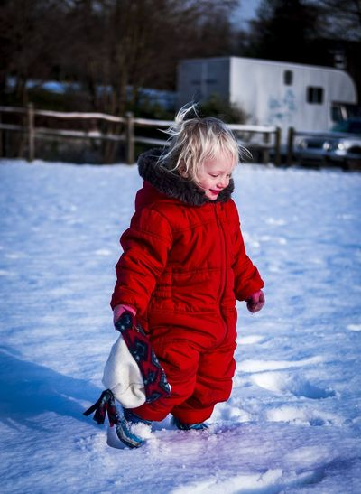 Winter Childhood Child Cold Temperature Snow Full Length Warm Clothing Clothing One Person Innocence Nature Real People Leisure Activity Red Day Cute Offspring Outdoors Girls