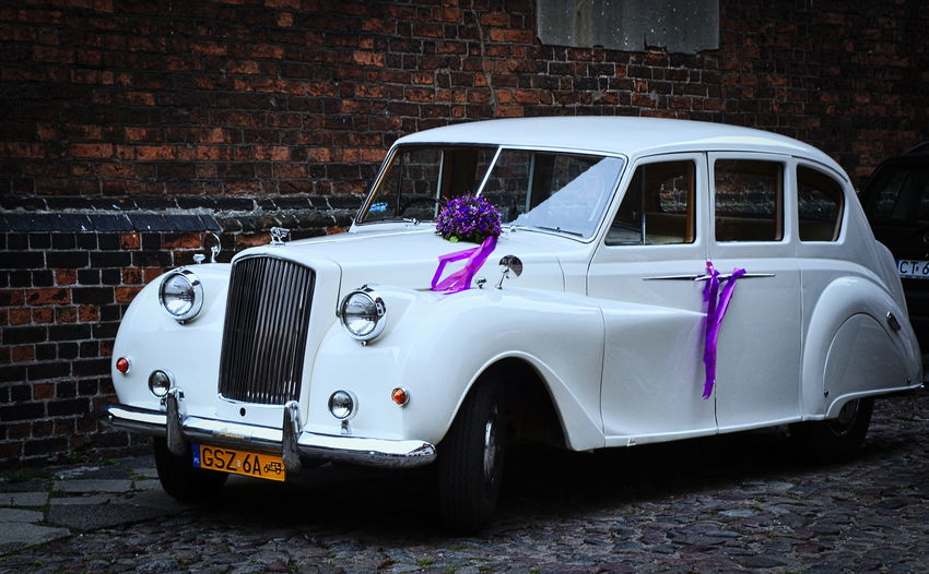 Thes cars are located on the streets of Torun. By car you will go the weeding. Wedding Wedding Car Wintage Car Outdoors Day Architecture Photography History NikonD3100 Nikkor 18-105mm Toruń City Torun, Poland