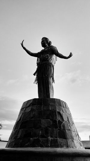 Patung Black & White Makassar Imdonesia PhonePhotography