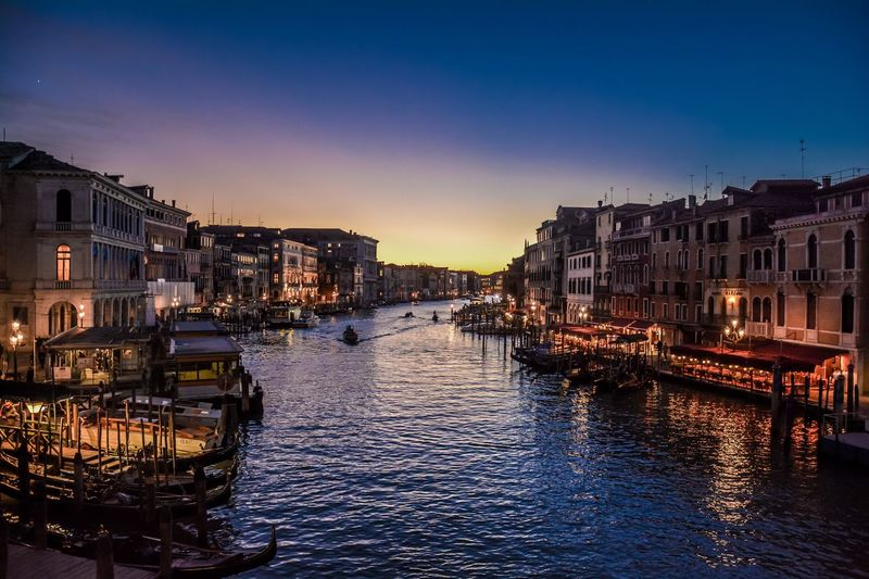 Traveling Home For The Holidays Italy Venezia Venice Venecia Italia Atardecer Sunset Beautifulcolors HDR Night Sky Tranquility Travel Canal Rialto Bridge