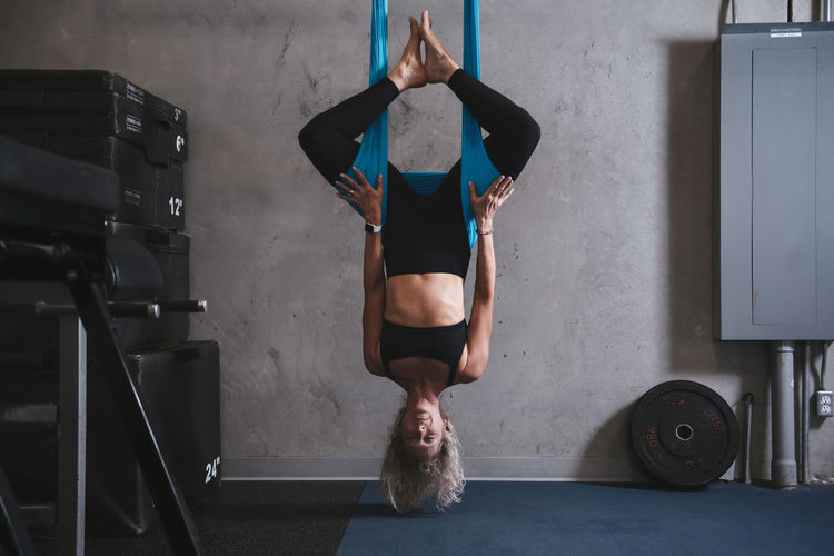 Muscular Build Mature Adult Woman Woman Who Inspire You Gym Personal Trainer Focus On Foreground Strength Physical Activity Weight Training  Lifting Weights Workout Athlete Sport Indoors  Fitness Endurance Cardio Stretching Formation Powerful Women Dedication Fitness Instructor Fitness Model Fitness Training Gym Life Passion Flower Shadows & Lights Strong Power Muscle Females 50+ Hammock Aerial Yoga Anti Gravity Antigravity Yoga Spiderman