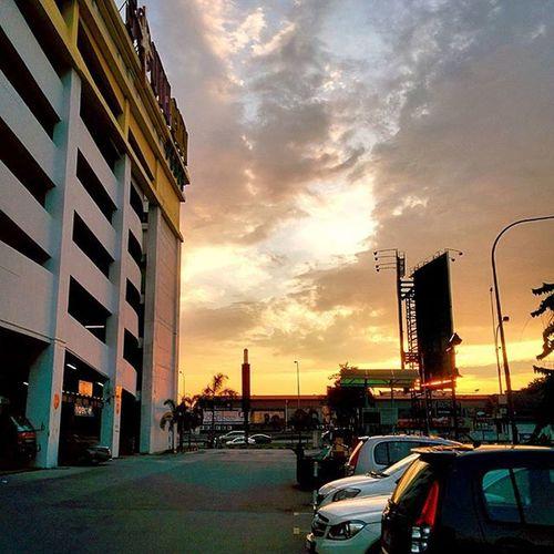 Very nice sunset.. Subhanallah Sunset Scenery Cloud Magnificent Nexus5photography Mixcamera360 Awesome Afterwork