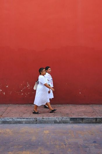 👭 Two People Portrait Photography Portrait Colors Mexico EyeEmNewHere Fuji FUJIFILM X-T2 Fujifilm TheWeekOnEyeEM Fujifilm_xseries Travel Photography Capture The Moment Streetphoto_color Street Life Streetphotography NewEyeEmPhotograph EyeEm Best Shots Urbanphotography Street Photography Streetphotography Urbanphotography Streetphotographer Color Photography EyeEmNewHere. Portrait Of A Woman Stories From The City The Traveler - 2018 EyeEm Awards