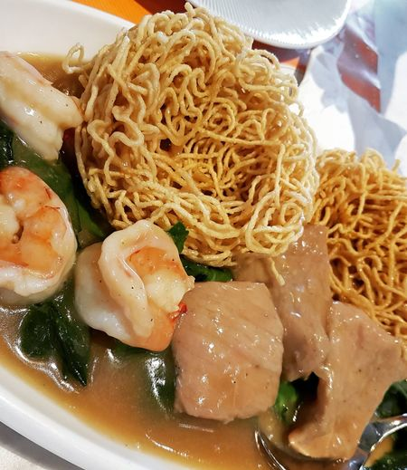 Crispy egg noodles with pork and shrimp Crispy Egg Noodles Egg Noodles Shrimps Pork Thai Food Thai Cuisine EyeEm Selects Ready-to-eat Food And Drink Food Serving Size Plate Freshness Healthy Eating Meal Noodles Chinese Food Gourmet Cooked