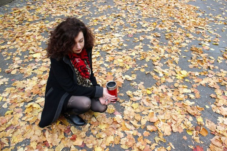 The autumn leaves... Autumn Fall Leaves Autumn Colors The Human Condition Colors Curls The Portraitist - 2015 EyeEm Awards Striking Fashion