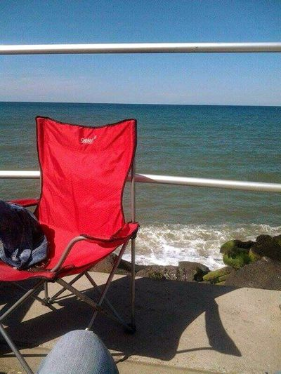 Bestsellers sea sun summer sharingham red chair big blue rocks