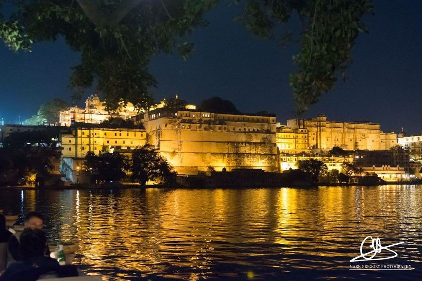 The City Palace, Udaipur, Rajasthan, illuminated in all its beauty Illuminated Night Travel Destinations India Rajasthan Architecture Incredibleindia India Palace Beautiful Evening Lake View Lake Restaurant Udaipur Udaipur. India Citypalace