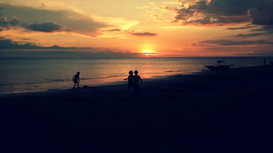 Relaxing Taking Photos children playing Sunset #sun #clouds #skylovers #skyporn #sky #beautiful #sunset #clouds And Sky #beach #sun _collection #sunst And Clouds Sun_collection, Sky_collection, Cloudporn, Skyporn Enjoying Life Beautiful Nature Naturelovers Sunset Lovely Sun And Sky