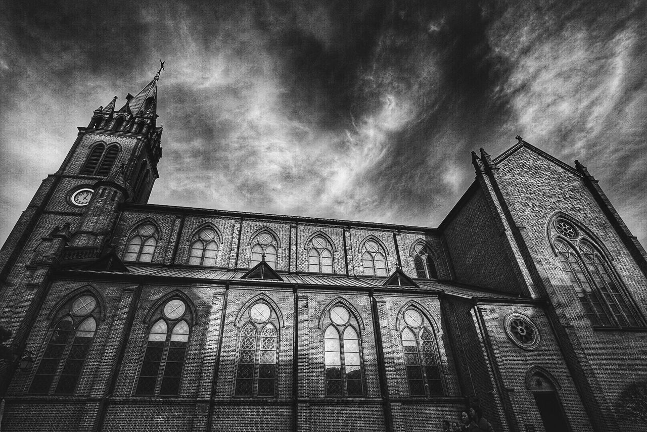 architecture, low angle view, built structure, building exterior, religion, spirituality, place of worship, history, sky, cloud - sky, outdoors, day, no people