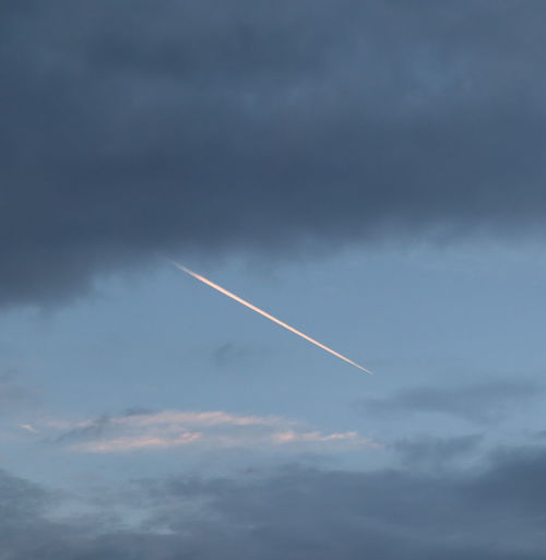 Skty No People Flying Speed on the move Motion Vapor Trail Jet Engine