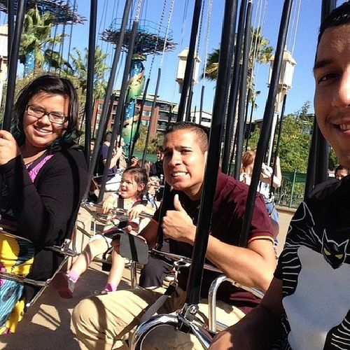 Disneylandcalifornia Disneyland @disneyland @peaceloveramos @mmadridtpa Littlebigkids