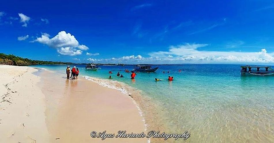Amazing day for snorkling. Thedorsaleffect Agushariantophotography Boattrip Tanjungluar Pinkbeachlombok Whitesandybeach
