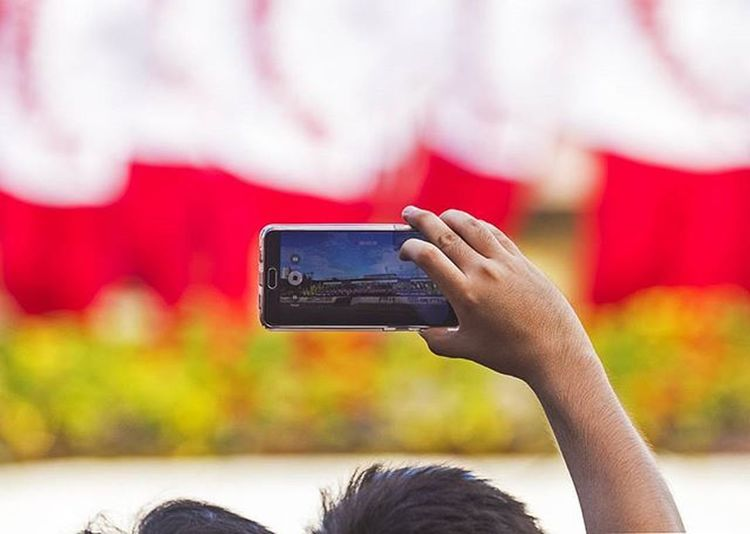 So this is now how we experience life. Dailyphoto Photooftheday 032 032igers Sinulog Sinulog2016 Smartphone Iluvcebu Instagrammerscebu Canon 7D 100400L Showcase: February