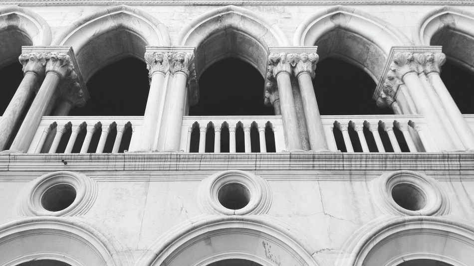 Building Exterior Pattern Close-up No People Architecture Clear Sky Place Of Worship Day Outdoors Architecture Beautiful Tourism History Venezia Venice, Italy City Museum Black & White Bianco E Nero Gallery Galleria Colonnato Colonne Colonnes