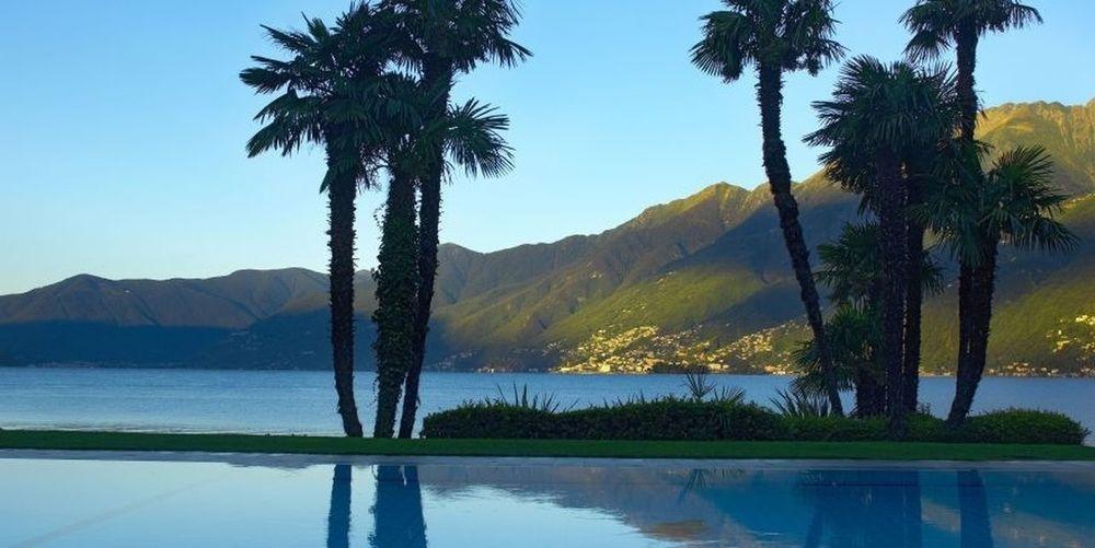 Pool des Hotel Eden Roc mit Blick auf den Lago Maggiore Schweiz