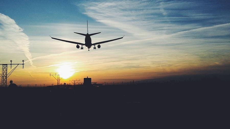Grandes viajes empiezan con pequeños pasos Aviones En El Cielo Avion First Eyeem Photo
