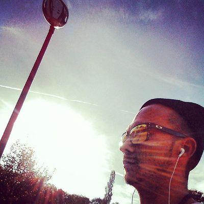 Let the sun shine on me while i pedal down the hood...... Homesweethome Singlespeed Fixieporn Fixiegram oakley hipstermitleibundseele autumn sun seelebaumelnlassen