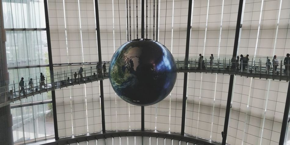 OnePlus 5t 3XSPUnity Tokyo, Japan Tokyo Hanging Close-up Sphere Disco Ball Crystal Ball Planetary Moon