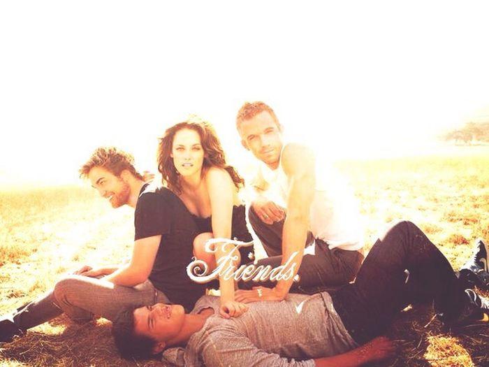 Friends Forever❤️❤️❤️❤️❤️❤️❤️❤️❤️❤️❤️❤️ Twilight Robert Pattinson Kristen Stewart Bella Swan Edward Cullen Robsten Friends Taylor Lautner Friendship